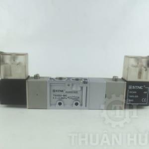 Mặt trước của van điện từ khí nén STNC TG3522-08C